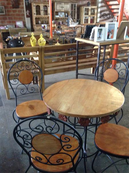 Conjuntos Mesa - Cadeiras