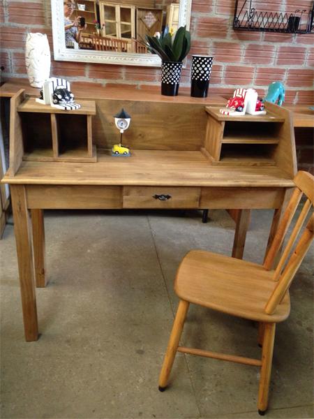 Escrivaninha - Cadeiras