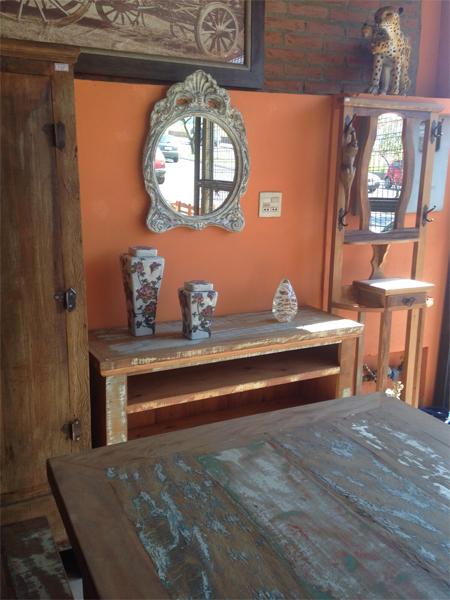 Mesa - Aparador - Espelhos em Peroba